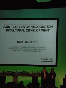 Haneta Pierce receiving award @ LIANZA 2009